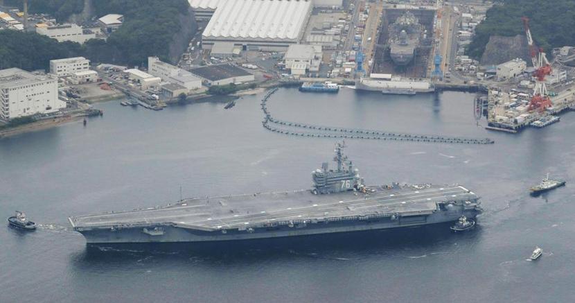 La portaerei Reagan nel porto giapponese di Yokosuka